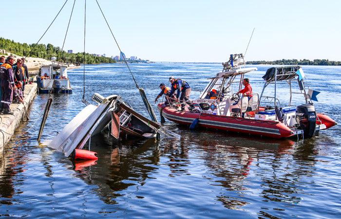 В Росії зіткнулися катамаран і баржа, 11 людей загинули