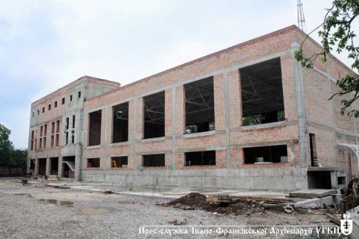 В Івано-Франківську триває будівництво нового корпусу католицької гімназії (ФОТО)