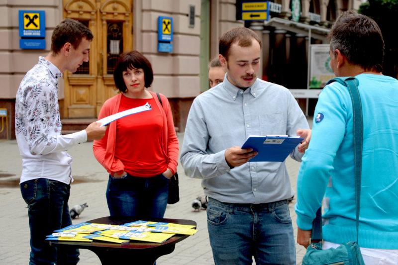 Як у франківців перевіряли знання Конституції України (ФОТО)