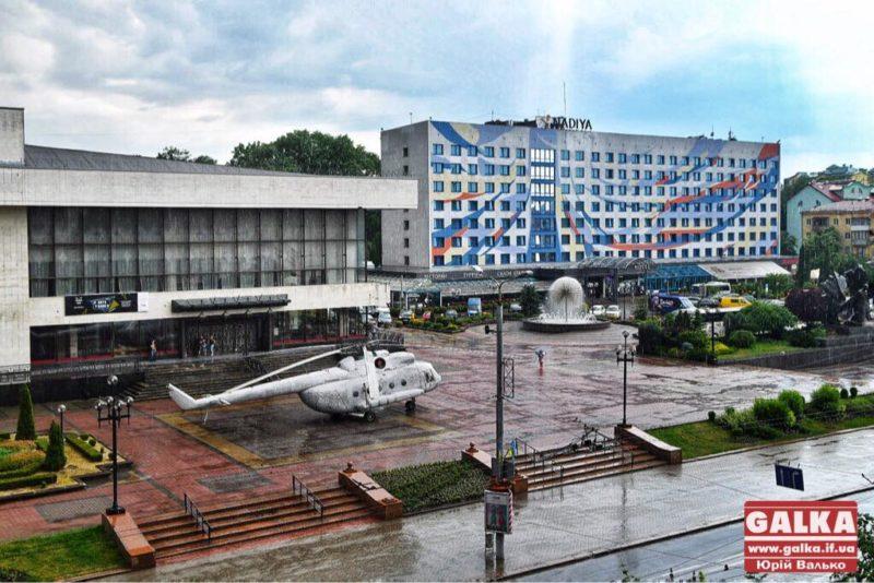 У центр міста вночі доставили гелікоптер (ФОТО, ВІДЕО)