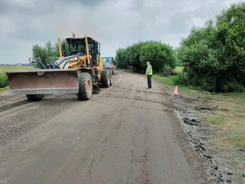 У Галицькому районі триває ремонт дороги (ФОТО)