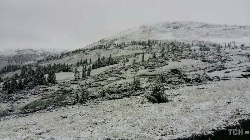 Прикарпатські рятувальники радять, як безпечно долати гори взимку