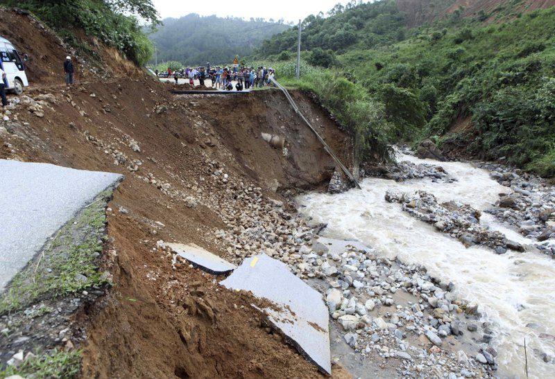 У В'єтнамі через повінь загинули 15 людей