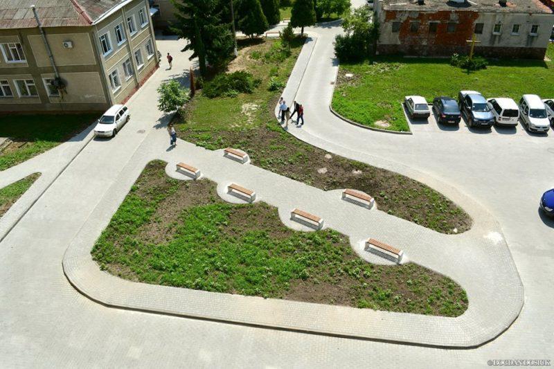 У Франківську облаштовують новий двір між двома лікарнями (ФОТО)