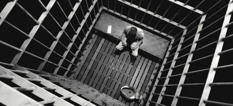 Чотири роки в'язниці присудили вінничанину, який пограбував прикарпатця у його власній оселі