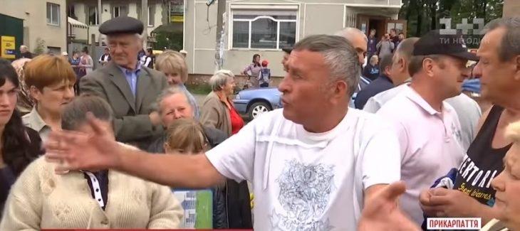 Прикарпатська громада звернулася до Луценка й Авакова з приводу двох чоловіків, що тероризують селище (ВІДЕО)