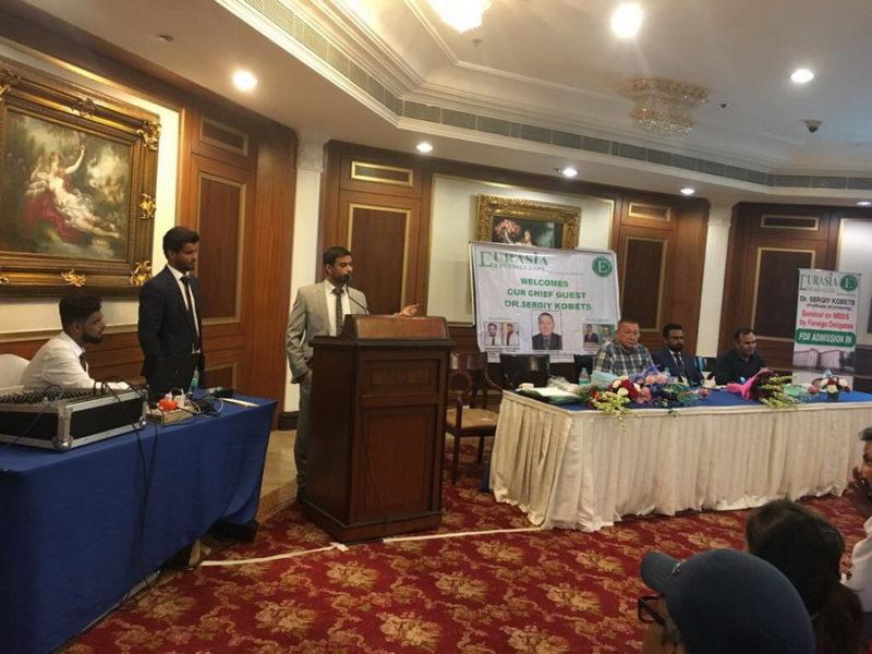 В Індії абітурієнтам презентували франківський медичний університет (ФОТО)
