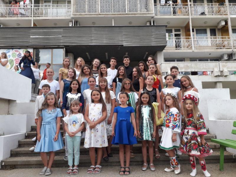 Маленькі артисти з Франківська стали переможцями міжнародного конкурсу в Болгарії (ФОТО)