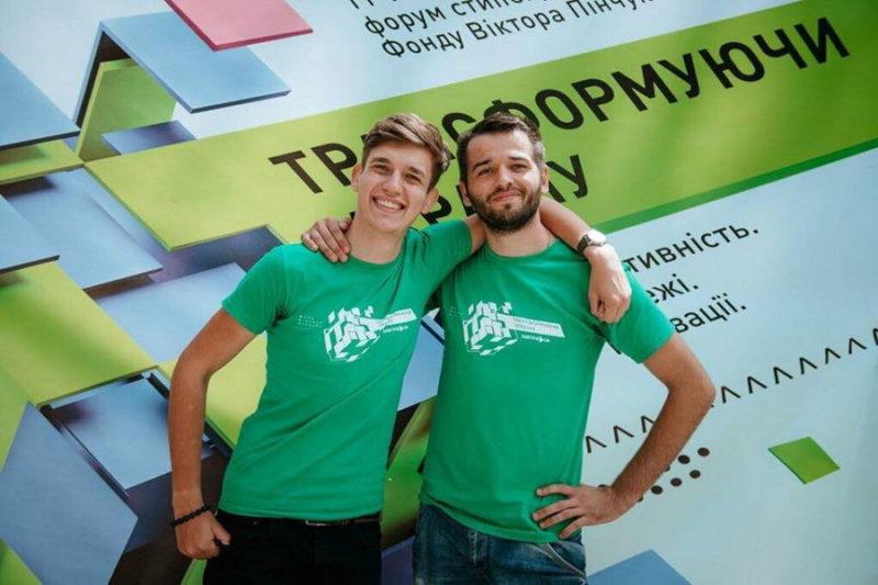 Двоє студентів франківського медуніверситету отримуватимуть стипендію від Віктора Пінчука