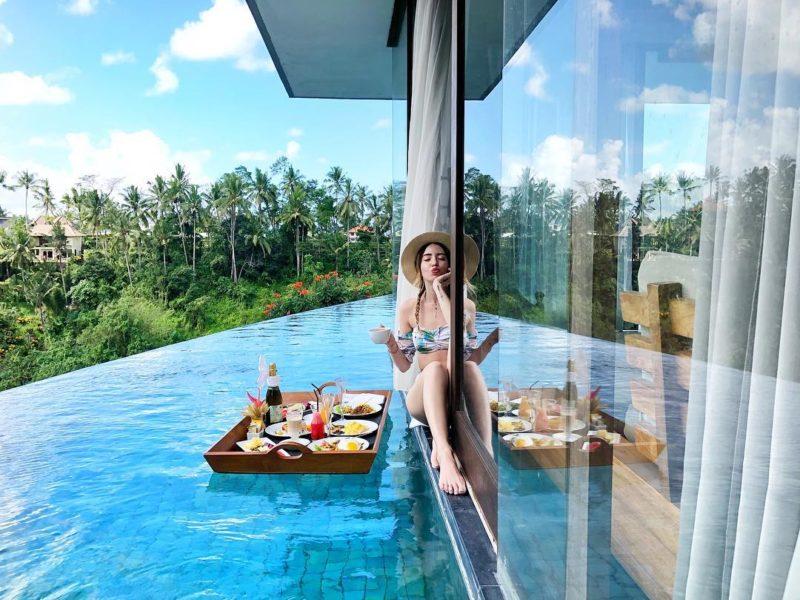 Надя Дорофєєва продемонструвала 5 трендових купальників на Балі (ФОТО)