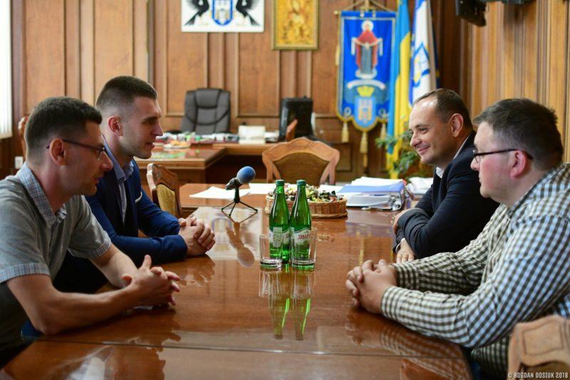 Виробники білоруських тролейбусів розповіли Марцінківу, коли їх можна чекати у Франківську (ФОТО)
