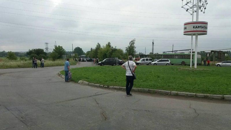 У Калуші протестувальники заблокували вже чотири дороги – вимагають ремонту шляхів (ФОТОФАКТ)