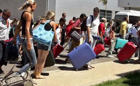 Понад 200 українських туристів застрягли в Єгипті