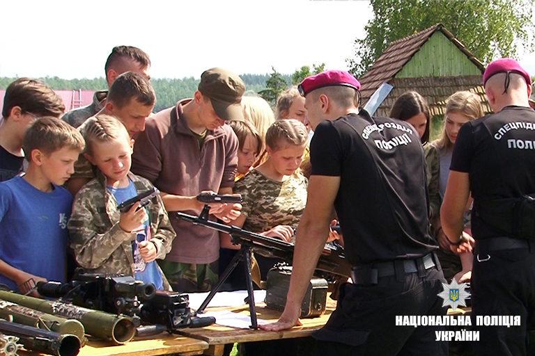 Прикарпатські поліціянти відвідали вихованців літнього табору «Карпатський легіон» (ФОТО)