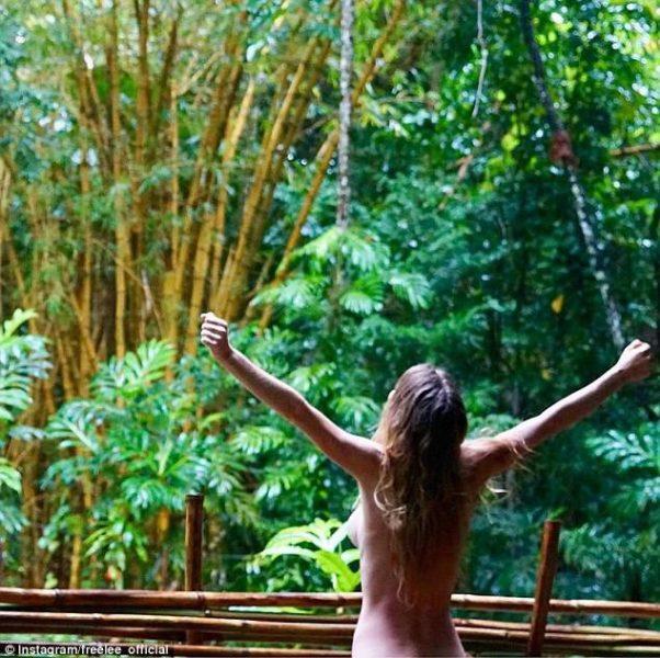 Без макіяжу та одягу – блогерка розповіла про особливості життя в джунглях