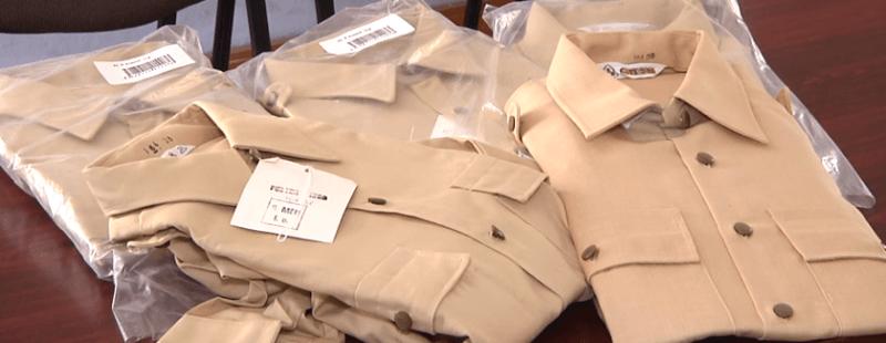 """""""Купи одежу – допоможи армії"""": франківські пластуни продають сорочки, аби допомогти українським військовим (ВІДЕО)"""