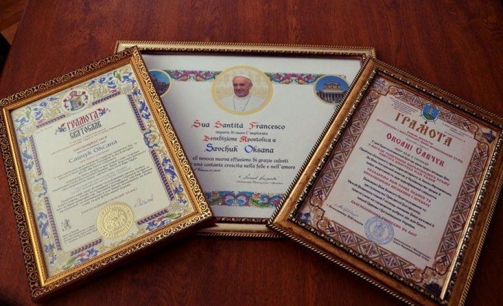 Міського голову та секретаря міськради нагородили подяками від Папи Римського (ФОТО)