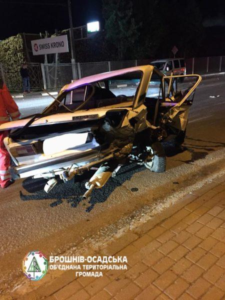 В Брошневі зіткнулися дві автівки: жінка з маленькою дитиною у лікарні (ФОТО)