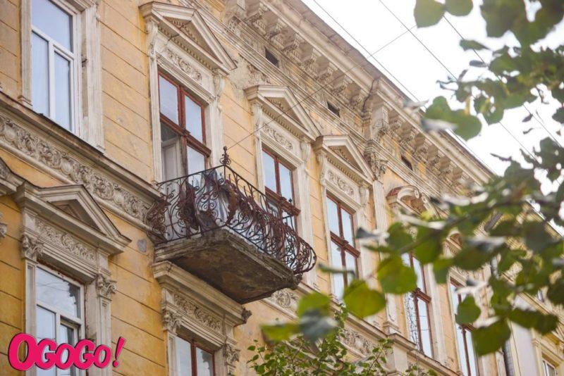 Франківські балкони: краса чи непотріб? (ФОТО)