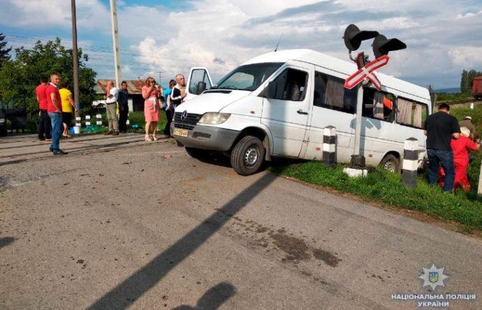 У мережі оприлюднили відеозапис моменту смертельної ДТП на Буковині за участі автобуса і поїзда (ВІДЕО)