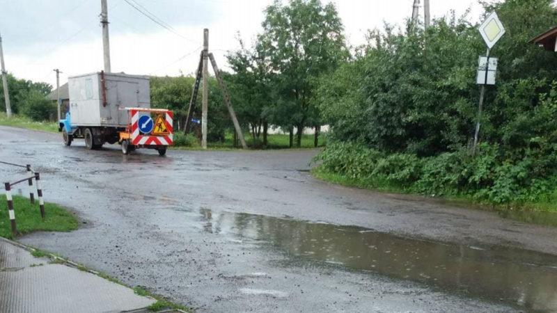 Гроші у болото?: коломияни обурені ремонтом доріг після рясного дощу (ВІДЕО)