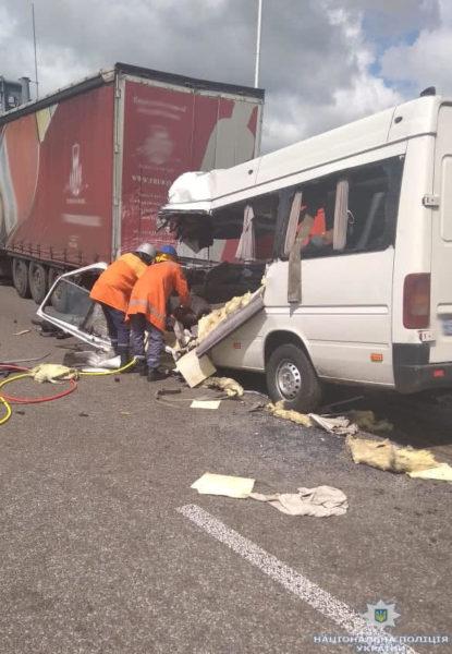 На Житомирщині маршрутка зіткнулася з вантажівкою: 10 загиблих (ФОТО,ВІДЕО)