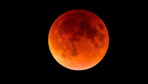 Сьогодні – найдовше місячне затемнення в столітті: коли його побачать прикарпатці
