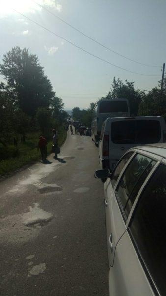 На Косівщині перекрили дорогу з Коломиї