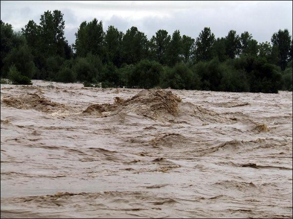 На Косівщині через негоду обвалився міст. 900 селян залишилися без дороги зі світом