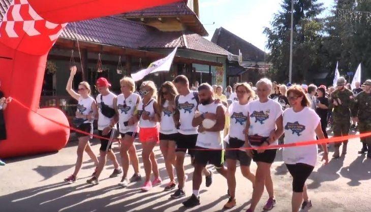 Майже за два місяці марафонці пройшли пішки 650 км з Києва до Ворохти (ВІДЕО)
