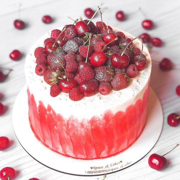 Як франківська школярка, виготовляючи солодощі, стала мегапопулярною в Інстаграмі (ФОТО)
