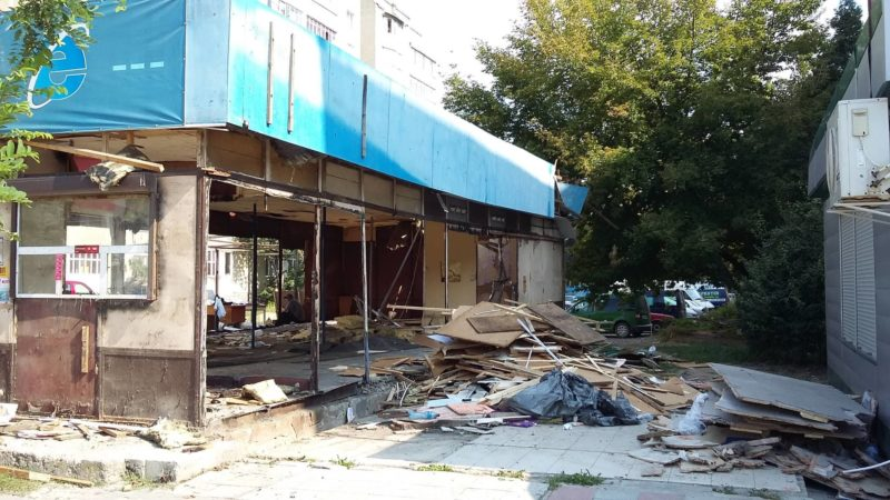 На Тичини, де з'єднуватимуть два бульвари, активно демонтовують споруди (ФОТО)