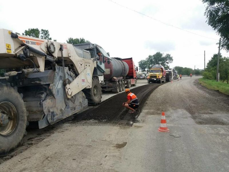 На Городенківщині триває ремонт дороги державного значення (ФОТО)