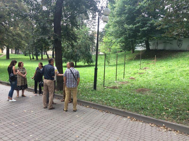 Новий конфлікт через церкву на Валах – на гірці, де катаються діти, роблять доріжку (ФОТО)
