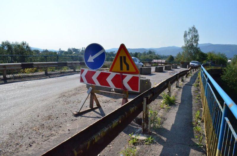 На Франківщині ремонтують один з найпроблемніших автомобільних мостів області (ФОТО)