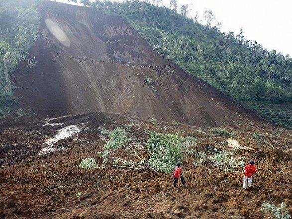 В Індії через зсуви ґрунту загинули 18 осіб