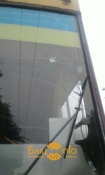 На пасічнянському мості обстріляли тролейбус (ФОТО)