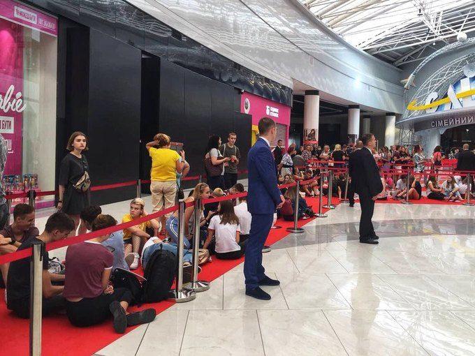 Ажіотаж дня: черга у київський H&M (ФОТО)