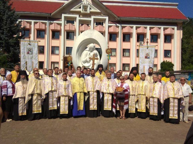 Хресна хода, молебень, пісні й поезії. У Косові відзначили 1030 річницю хрещення Київської Русі (ФОТО)