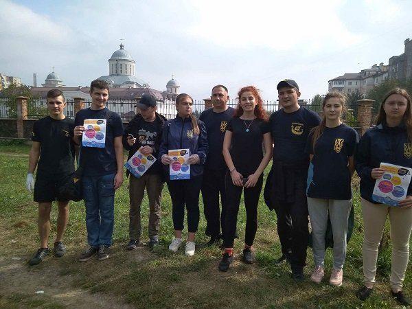 Франківці долучились до міжнародної акції «Всесвітній день прибирання» в Україні (ФОТО)