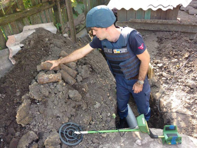 Прикарпатські піротехніки знищили боєприпаси часів ІІ Світової війни (ФОТО)