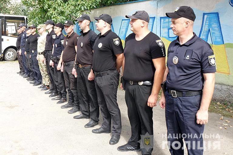Додому зі сходу України повернулися прикарпатські поліціянти (ФОТО)