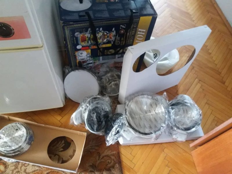 """Франківського пенсіонера обікрали """"румуни"""", котрі продавали посуд під супермаркетом (ФОТОФАКТ)"""