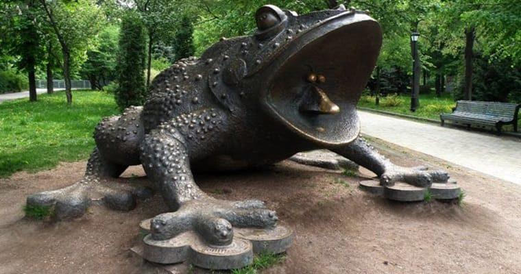 """Марцінків дав доручення встановити у місті пам'ятник жабі, що """"душить"""" людей"""