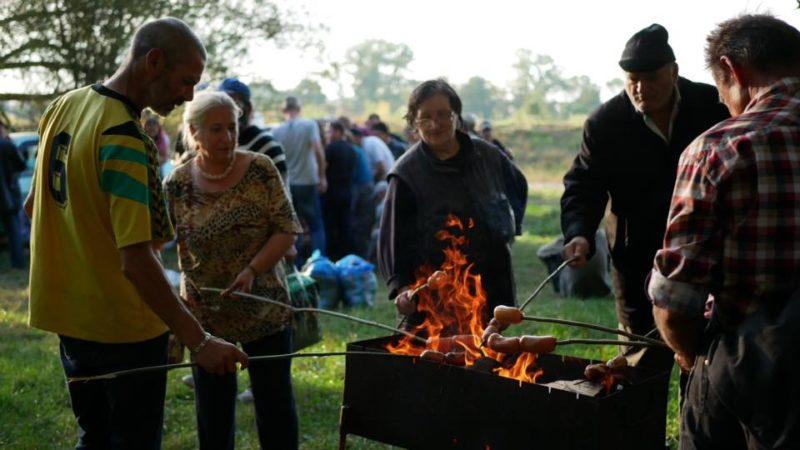 Колу, сосиски та розваги влаштували у Франківську для бідних (ФОТО)