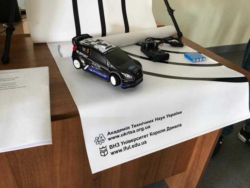 Франківських вчителів інформатики вчили програмуванню роботів (ФОТО)