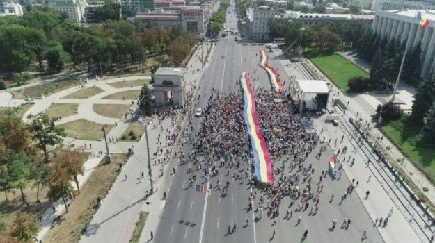 У Кишиневі тисячі людей мітингують за об'єднання Молдови з Румунією