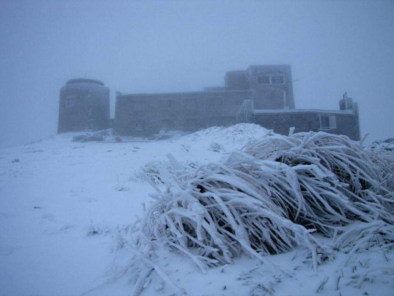 У Карпатах продовжує сипати сніг – покрив вже на п'ять сантиметрів
