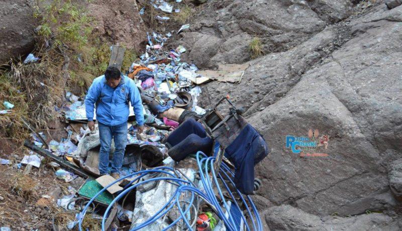 У Перу пасажирський автобус впав у 300-метрову прірву: більше 20 людей загинули (ФОТО)