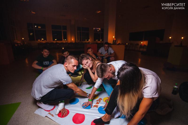 Фільми, ігри і посиденьки біля вогнища: ніч в університеті провели у франківському виші (ФОТО)